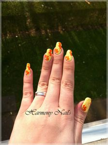 Nail-art-sur-le-vernis-Yes-love-jaune-01.jpg