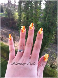Nail-art-sur-le-vernis-Yes-love-jaune-02.jpg
