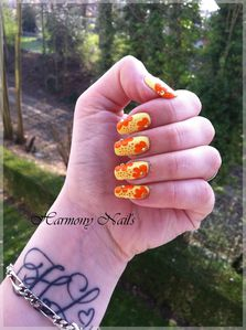 Nail-art-sur-le-vernis-Yes-love-jaune-03.jpg