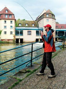 open-street-fishing-strasbourg-07.jpg