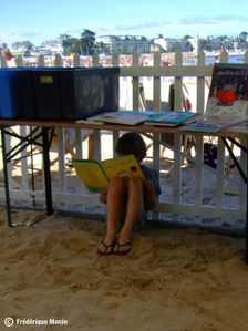 2012-07-17-lire-sous-la-table-nau-plage-FB.jpg