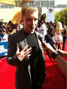 Noel Fisher - Red Carpet