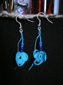 Fleurs bleues et perles (2)