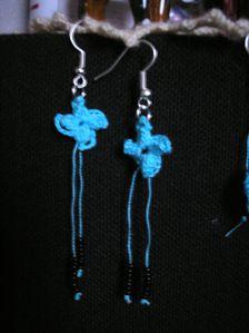 Fleurs bleues et perles (3)