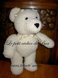 ours blanc tricot