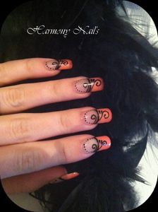 Nail-art-french-rose-et-ses-arabesque.jpg