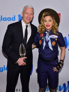 20130317-pictures-madonna-glaad-media-awards-p-38.jpg
