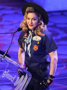 20130317-pictures-madonna-glaad-media-awards-p-55.jpg