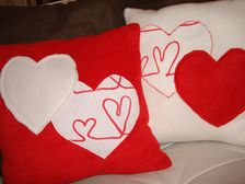 coussin canape rouge balnc coeur