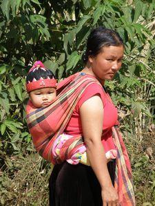 Avant Soppong Lisu noir femme a l enfant