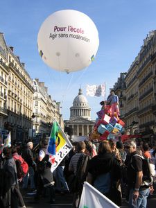111010_manif_ecole.jpg