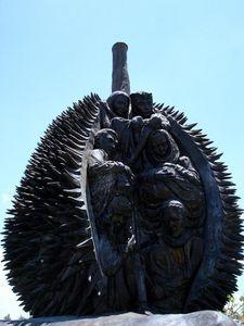 aeroport-Davao-statue-Durian-Mindanao-02