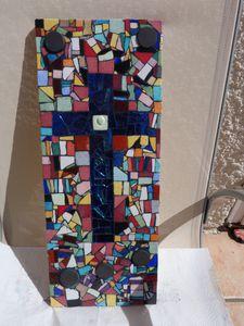 Croix en mosaïque terminée - mosaïque collective - fond