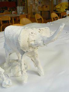 Eléphant en plâtre avant peinture