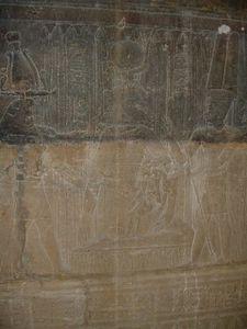 Isis nourissant Horus enfant