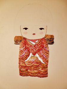 tomiko se pare de ses atours d abord sa robe