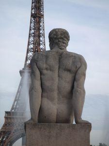 Trocadéro - Homme assis