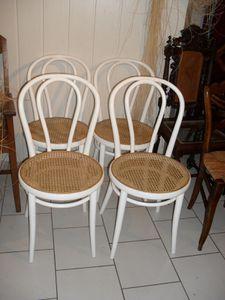 chaises contemporaines cannées THONET
