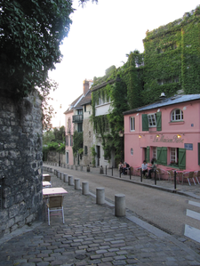 maison-rose-allee--brouillards.png