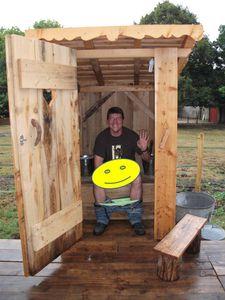 Pascal-dans-les-toilettes-seches.jpg