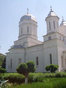 biserica-manastirii-Cocos.JPG
