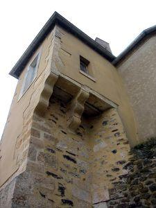 5 Tour Sarrazine latrines château