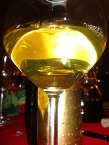 CORTON-CHARLEMAGNE-93-COCHE-DURY-ds-verre--500-.jpg