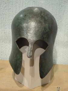 Casque-grec-en-bronze-copie-1.jpg