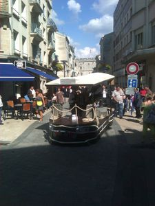 la péniche musicale rue piétonne
