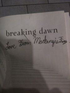 Mackenzie Foy signed a fan BD book @ Vancouver