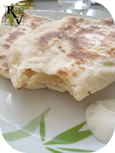 Naan-a-la-Puree-d-Aubergine--Ail---Fromage-Fondu.png