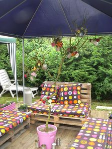canape-jardin-arbre-decore.JPG