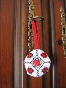 2011.06.16 Biscornu Elka1