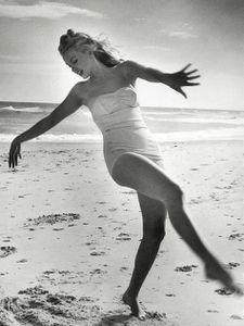 Marilyn Monroe 1949 Beach Photoshoot 021 large