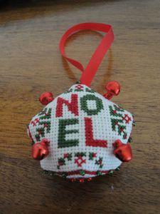 Biscornu NOEL 2012 reçue de Mimi (2)