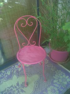 chaise-ancienne-fer-rose-mexico-1.jpg