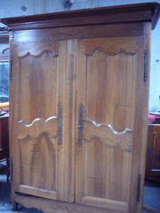 armoire ancienne etat moyen de 220cm h x160 l et 50cl. Black Bedroom Furniture Sets. Home Design Ideas