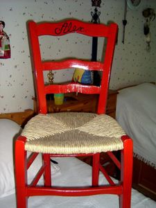 chaise rouge]