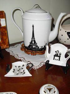 Théière à la Tour Eiffel et petites choses