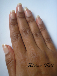 ongle-nue-aout2---Alvina-Nail.png
