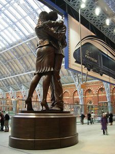 Saint-Pancras The meeting statue