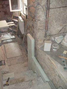 J +583 : Jour 197 - Mur escalier et peinture blanche - Notre petite ...