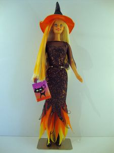 2001 Enchanted Halloween Barbie No-29818-1