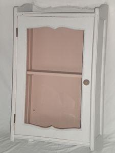 vitrine ancienne suspendre patine grise ambiance patine relooking de meubles luminaires et. Black Bedroom Furniture Sets. Home Design Ideas