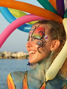 bodypainting-on-the-beach.jpg