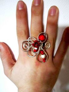 bague-bague-rouge-passion-2873255-bag-fleur-rougeuge1-7a4fd