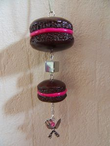 Pendentif double macarons chocolat framboise avec breloques