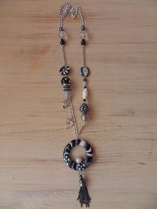 Sautoir noir/blanc 7 perles fimo