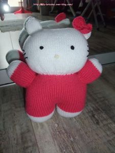 Poup e hello kitty au tricot le blog de lily bricoles - Maison de poupee hello kitty ...