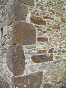 075 Les différents matériaux de construction de la chapelle